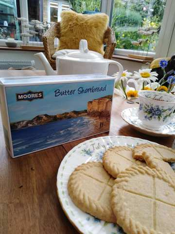Moores Shortbread & Gail Morris Art... I am delighted to share this New design for Moores delicious Butter Shortbread. Keep your lovely memories of the Engish coastline with images from Gail Morris Art. Each box contains 8 large heavenly biscuits and has images of the beautiful Lyme Bay - Burton Bradstock, Dorset, and St Michael's Mount - Marazion, Cornwall and Godrevy Lighthouse in Gwithian, Cornwall. Please contact me if you would like to purchase.. gailmorrisart@hotmail.co.uk